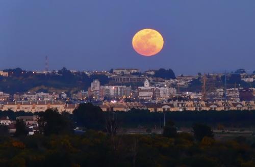 Super Luna en la noche de San José.