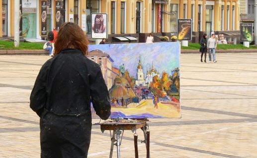 012 - Plaza Santa Sofía. Pintando el monasterio de San Mikhailovsky