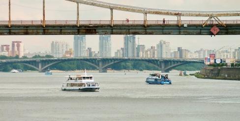 058 - Río Dnipro - Puente peatonal