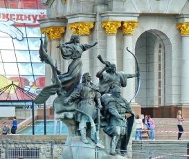 070 - Maidan Nezalezhnosty - Monumento a los Fundadores de Kiev