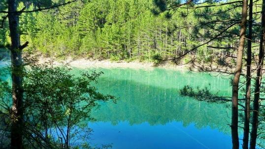 Lago a mitad de camino