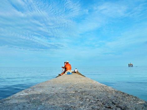 Pescadores en el malecón
