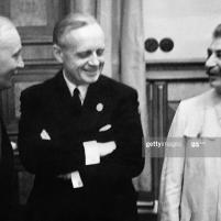 23 de agosto de 1939. Firma del Tratado de No Agresión germano-soviético. El ministro de Relaciones Exteriores nazi alemán Joachim Von Ribbentrop y el jefe de estado soviético Josif Stalin después de la firma del Tratado. Foto de AFP a través de Getty Images.