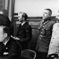 28 septiembre 1939. Firma del Tratado de Amistad, Cooperación y Frontera germano-soviético. El Ministro de Relaciones Exteriores del Reich v. Ribbentrop durante la firma. Detrás desde la derecha, Josif Stalin,el Jefe de Estado Mayor del Ejército Soviético Borís Shaposhnikov, el secretario de la Embajada e intérprete Vladímir Pavlov y el embajador soviético en Berlín Alexei Schkvarzev. ADN-ZB / imagen de archivo.
