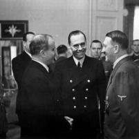 13.11.1940 - Berlin. Cancillería Imperial. Viacheslav Mólotov, Gustav Hilger y Adolf Hitler.