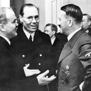 Berlín: el ministro de Relaciones Exteriores soviético, Viacheslav Molotov, hablando con Gustav Hilger y Adolf Hitler, Berlín, noviembre de 1940
