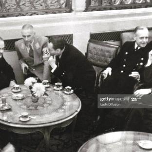 12.11.1940 - Cena ofrecida por el ministro del Interior alemán, Wilhelm Frick, con motivo de la visita oficial a Alemania de su homólogo ruso Viacheslav Molotov.(Foto de Laski Diffusion / Getty Images)
