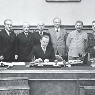 10 de octubre de 1939 - Acuerdo de Asistencia Mutua entre la URSS y Lituania, firmado por V. Mólotov y J. Urbšys.